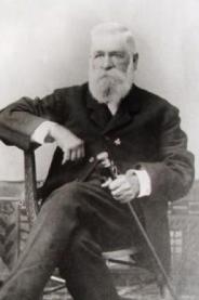 Nicholas P Earp